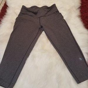 Mpg capri workout leggings.